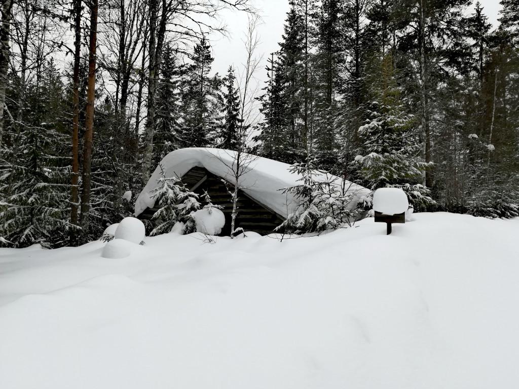 Hütte im Winter in Schweden