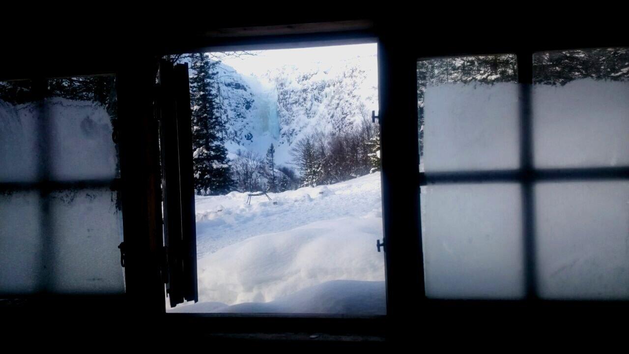 Blick von der Schutzhütte auf den Njupeskär Wasserfall