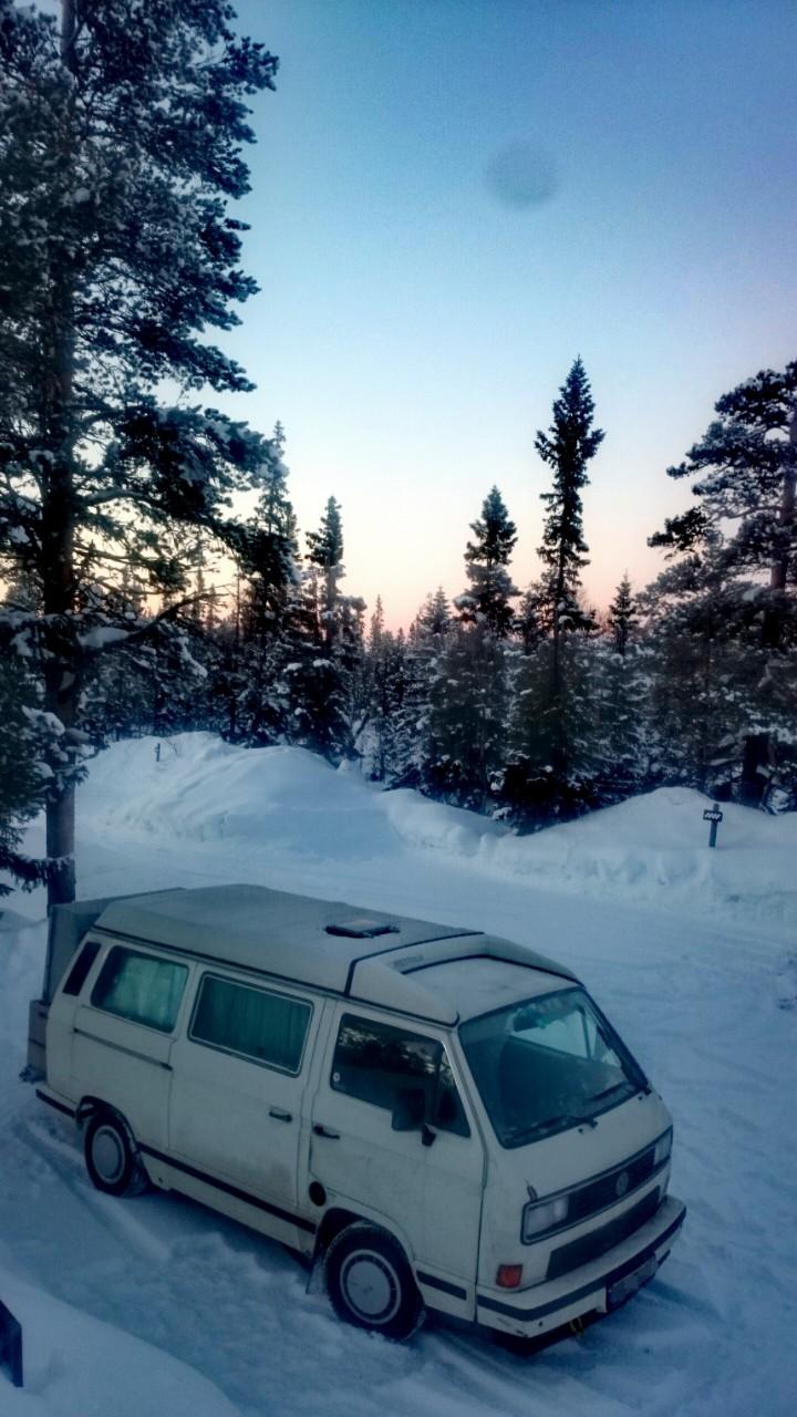 VW Bus T3 im Winter in Schweden