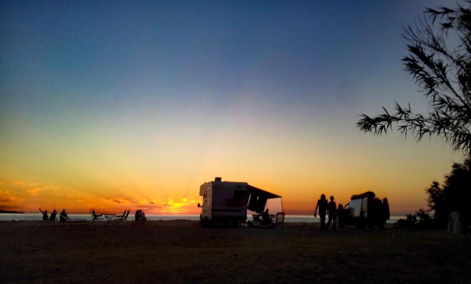 Camping A Stella Campervans im Sonnenuntergang