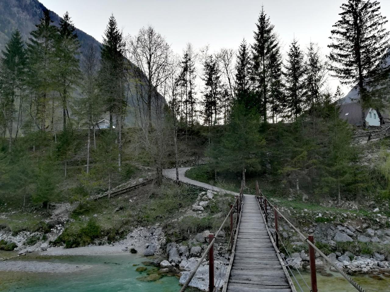 Hängebrücke am Camp Soča