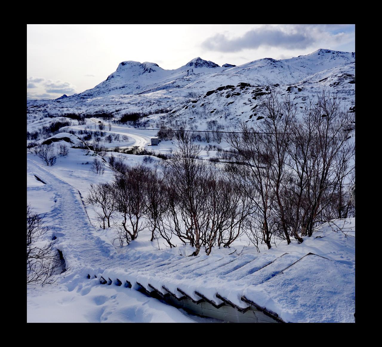 Verschneite Treppen auf den Lofoten