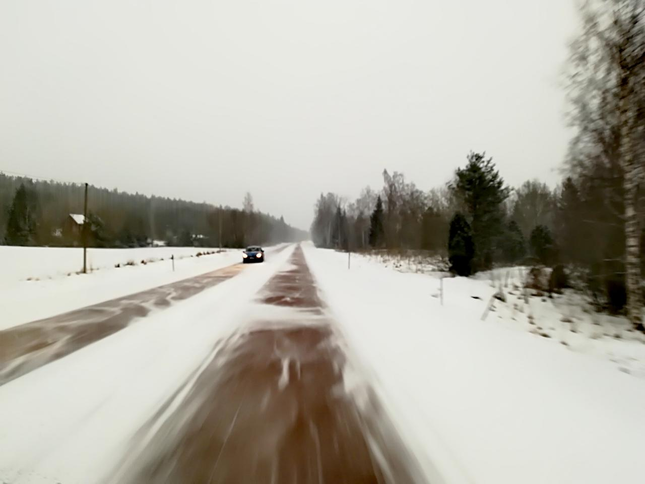Straße auf Aland im Winter