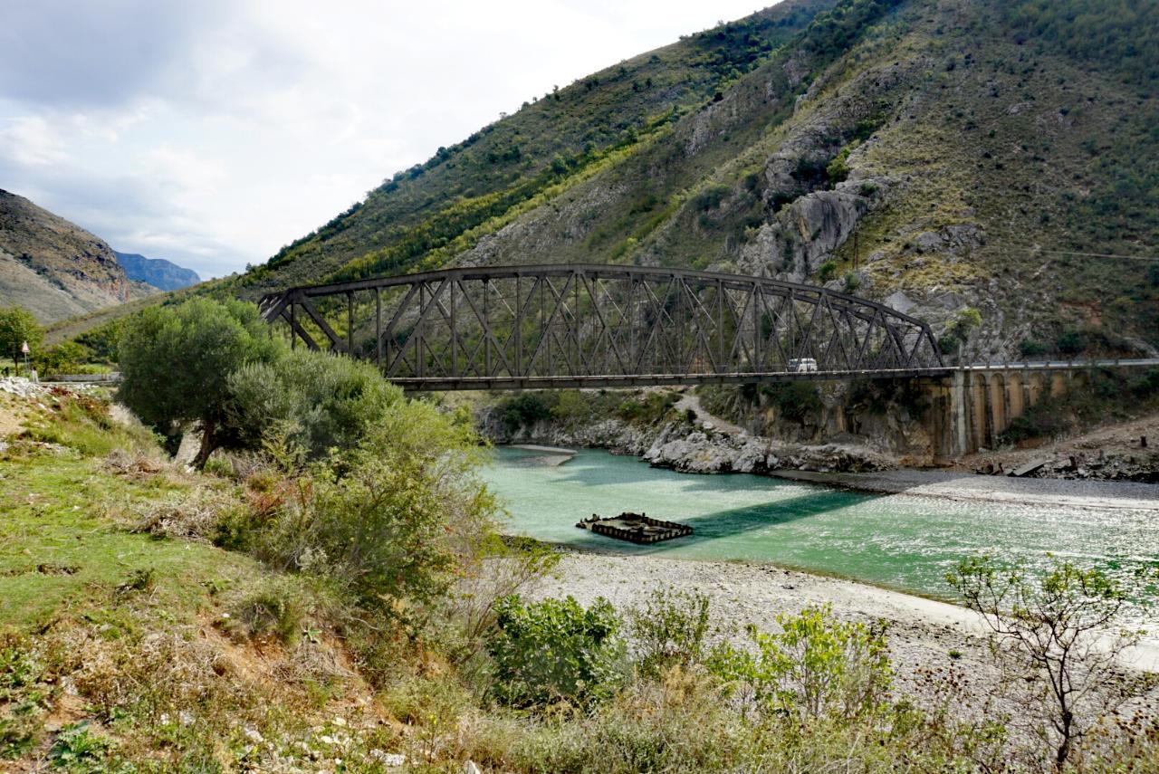 Lengarica Canyon und Benjë Quellen – Albanien im VW Bus