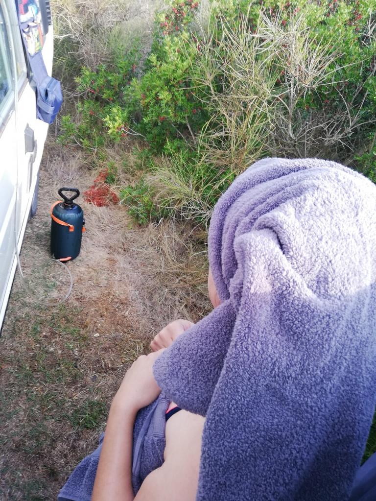 Dusche unterwegs – Lösungen für kleine Campervans